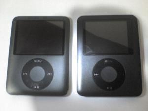 À esquerda o iPod e à direita o iPobre