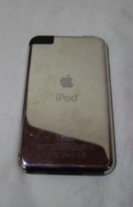 Obviamente, a parte de trás do iPod Touch.